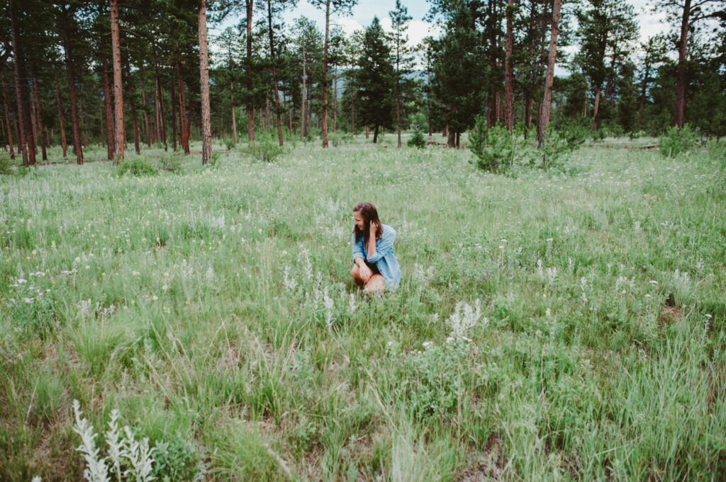 Tasc Performance Camping outfit with lifestyle blogger Elizabeth Mayberry of Oak + Oats